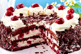 Очень вкусный торт с вишней и взбитыми сливками
