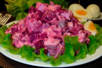 Интересный финский салат с сельдью и свеклой: любимое сочетание