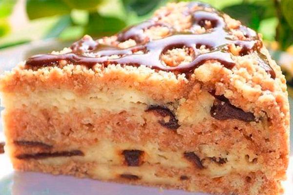 Простой и вкусный пирог с творогом и черносливом