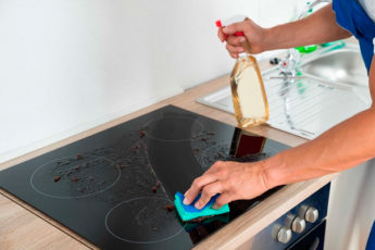 7 способов чистки стеклокерамической плиты, которые не причинят ей вреда