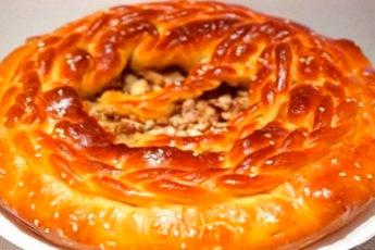 Пирог на кефире с курицей: пышное тесто и сочная начинка