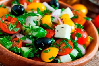 Греческий салат, как в ресторане! Вкусно, просто и полезно!
