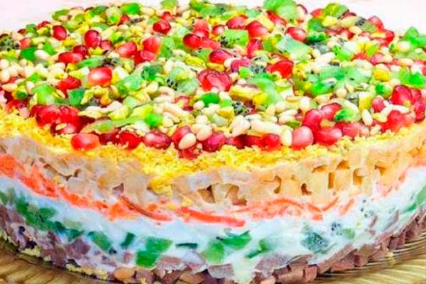 Очень красивый праздничный салат «Драгоценная россыпь»
