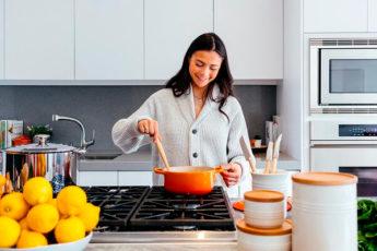 Как избавиться от посторонних запахов на кухне
