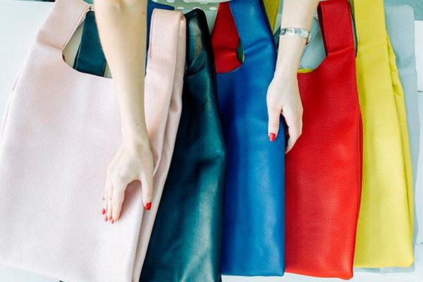 Советы по уходу за кожаными сумками