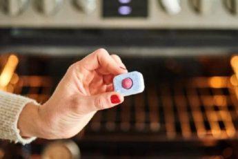 Средство, которое поможет отмыть дверцу духовки за считаные минуты