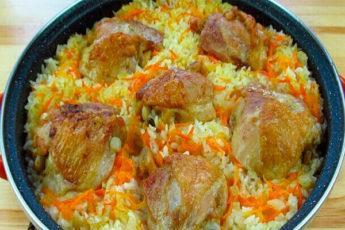Рассыпчатый и сочный рис с курицей в духовке