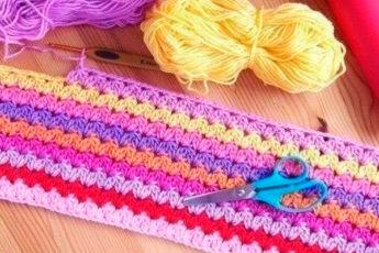 Яркий цветной узор крючком