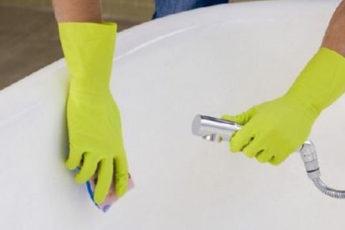 Очищаем ванну от желтизны и известкового налёта
