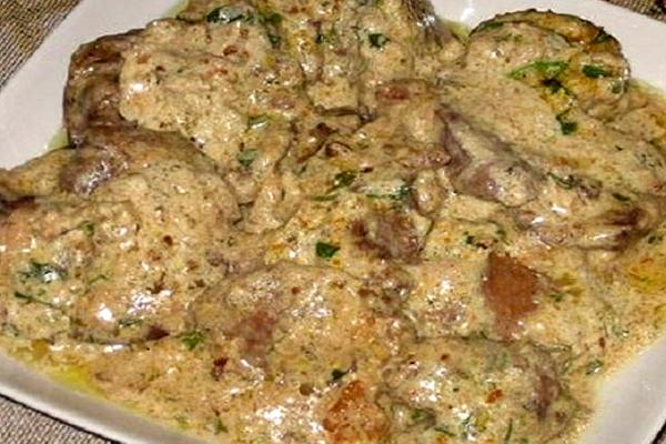 Печень в ореховом соусе с чесноком: очень вкусное блюдо