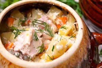 Курица с картошкой в горшочке. Вкусное блюдо без возни!