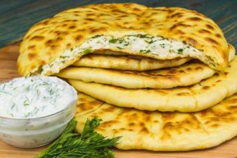 Вкусная лепешка с сыром и зеленью: за одну минуту не останется ни крошки