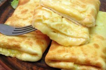 Моментальный завтрак — конвертики из омлета с сырной начинкой!
