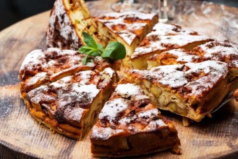 Изумительно вкусный яблочный пирог с орехами и какао