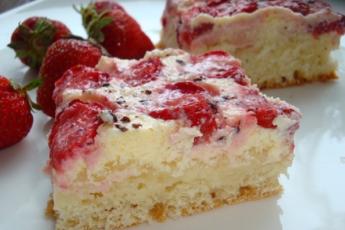 Королевский шик — пирог с клубникой в сметанной заливке