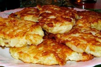 Капустняшки — оладьи из сырой капусты на кефире приготовленные на сковороде