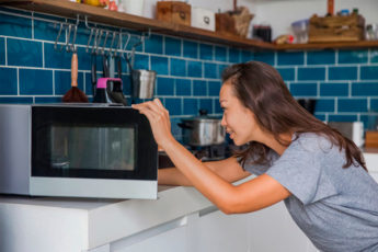 Что еще может делать микроволновка: 10 способов, о которых вы не знали