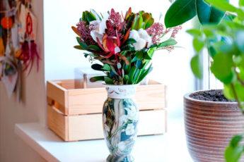 Всю жизнь вы делали это неправильно: флорист рассказал, как продлить жизнь цветам в вазе