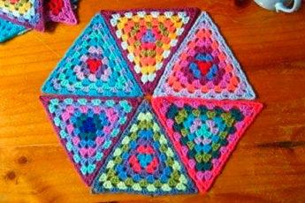 Цветные треугольники крючком