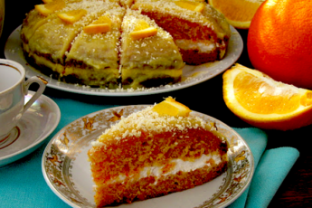 Морковный торт со сметанным кремом и апельсиновой помадкой